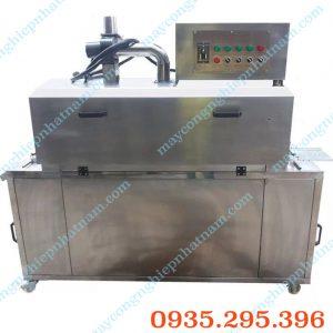 Máy co màng hơi nước tự động (NNCM-A18)  – Chuyên dùng để co màng lốc chai, bình nước, được sử dụng rộng rãi trong sản xuất nước giải khát.