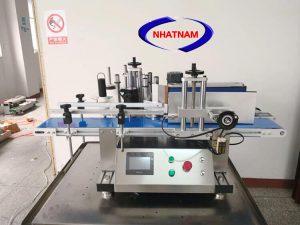Máy dán nhãn tự động chai tròn mini (NNDC-25)  – Máy chuyên dùng để dán các loại chai, hũ hình trụ dùng trong ngành thực phẩm, mỹ phẩm, dược phẩm...