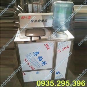 Máy rửa bình 20 lít (NNDC-DC02)được dùng để tháo nắp và rửa bình bên trong và bên ngoài bình nước tinh khiết 20 lít,  Sản phẩm được công ty Nhật Namnhập khẩu và phân phối toàn quốc.