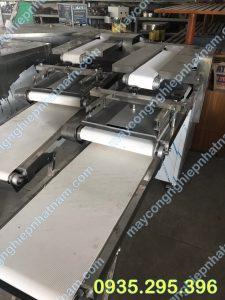 Máy se bột bánh mì 3 băng tải (NNVB - 12) là sản phẩm không thể thiếu trong dây chuyền sản xuất bánh mì.