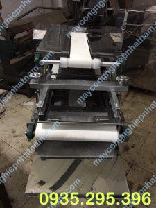 Máy se bột bánh mì 2 băng tải ( NNVB-11) chuyên dùng để se những viên bột thành thanh bột đều và đẹp.